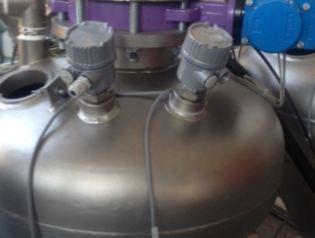 Level alarm sensor on top of the tank