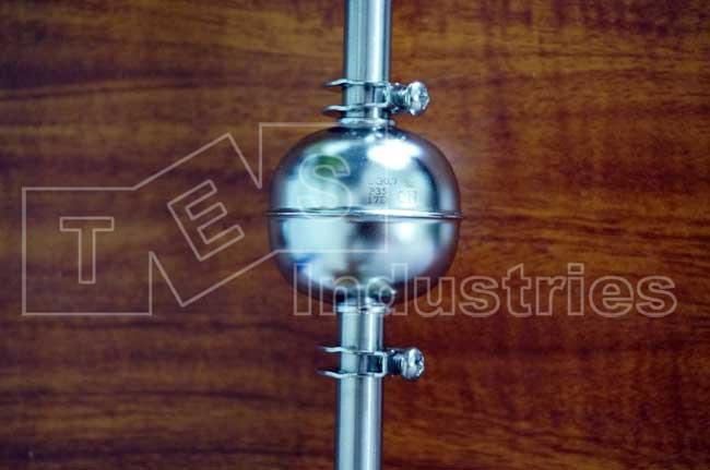 Trên thân phao có in thông số về độ nổi của phao, tương ứng với các chất lỏng có tỷ trọng khác nhau