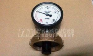 Image of inert gas pressure gauge and MMC cargo bottom dryness checking