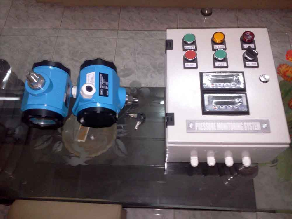 Pump pressure monitoring and warning system