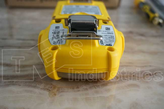 Mặt đỉnh máy kèm kẹp hàm cá sấu của máy GasAlert Quattro