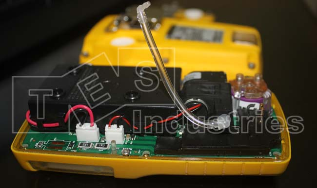Bên trong máy đo khí Gas Alert Max XT II của Bw technologies by Honeywell