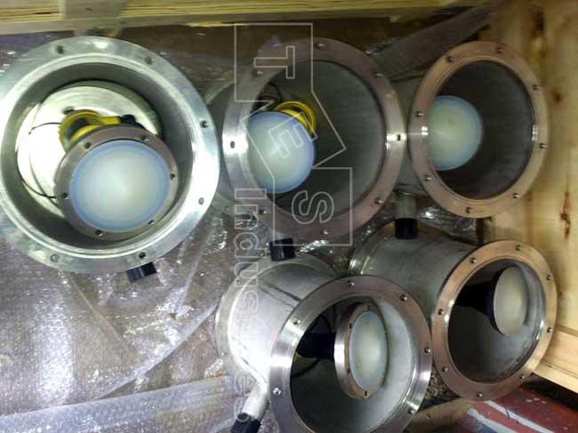 Cảm biến Radar Vegapuls 61 và hộp bảo vệ sẵn sàn cho công việc lắp đặt