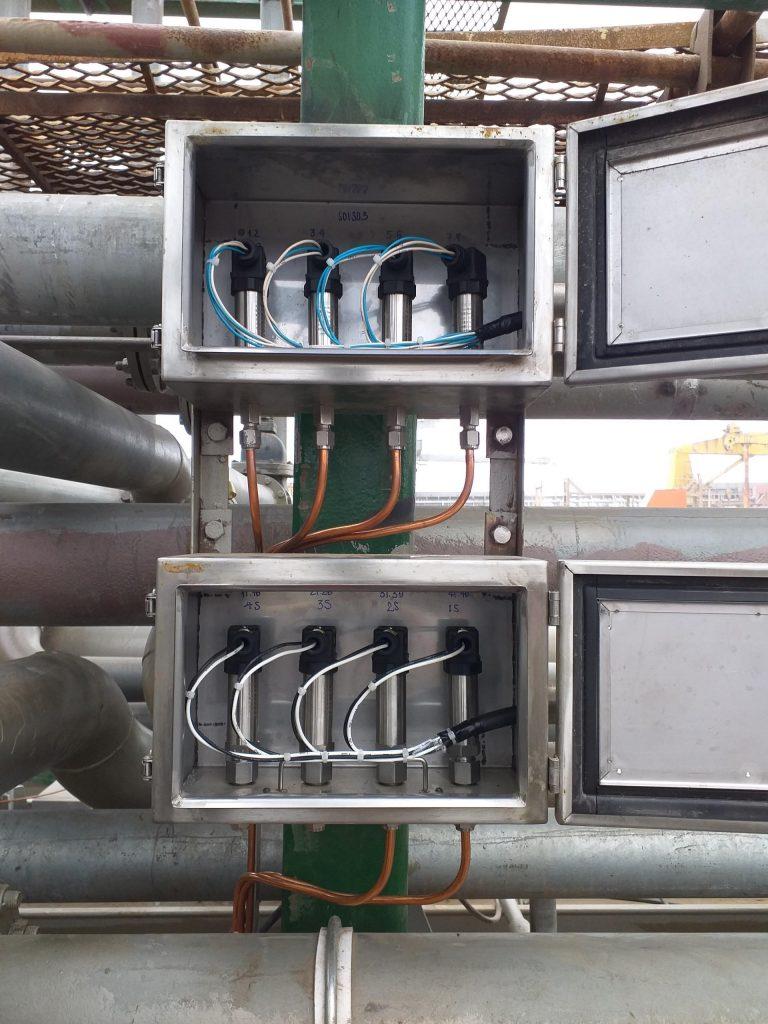 Hộp cảm biến áp lực hầm hàng