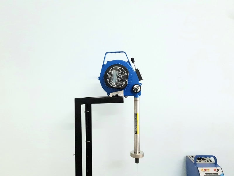 Hình ảnh thực hiện hiệu chuẩn thước đo dầu