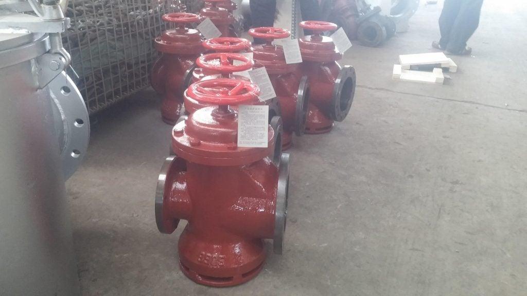 Van thở lắp trên đường ống thông khí hầm hàng (5)