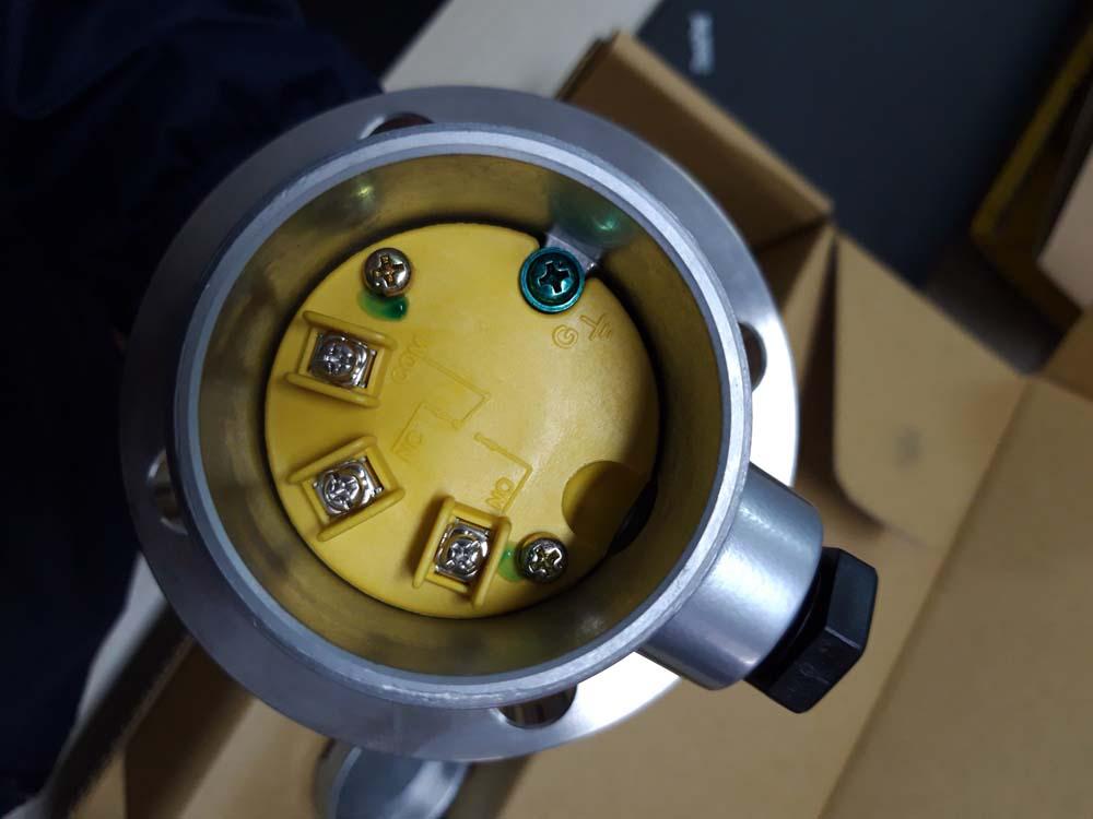 Hộp đấu nối cảm biến gắn sườn Finetek