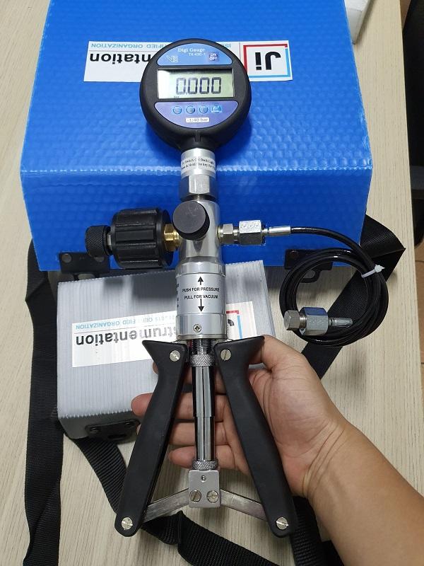 Bộ kit hiệu chuẩn áp lực hầm hàng và bơm hàng tàu dầu TX430+VP140