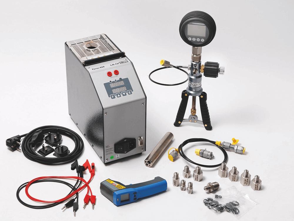 Đồng hồ áp lực chuẩn DM 80: -1...+40 bar và bơm tạo áp LR-Cal LPP 40: -0.95...+40 bar (Khí nén)